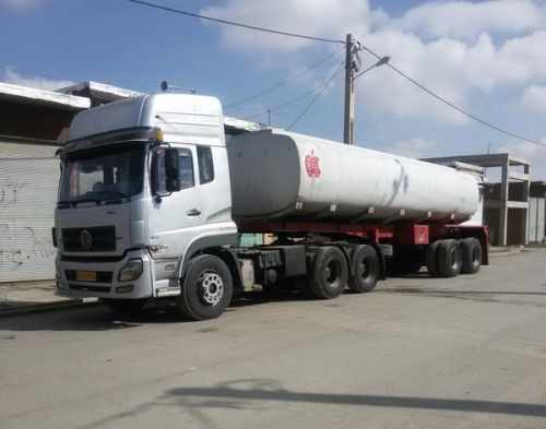 کامیون کشنده تانکر شرکت نفتی